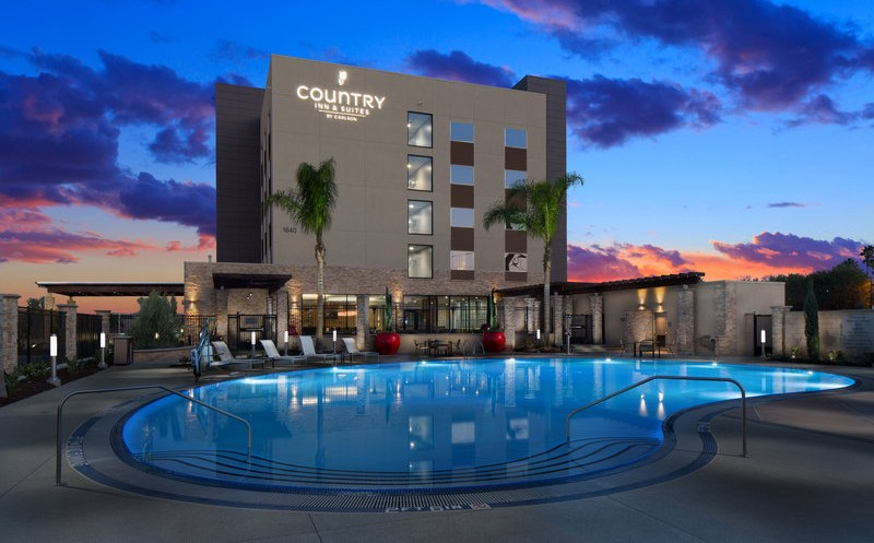 GIVEAWAY: Free Hotel Stay at Country Inn & Suites