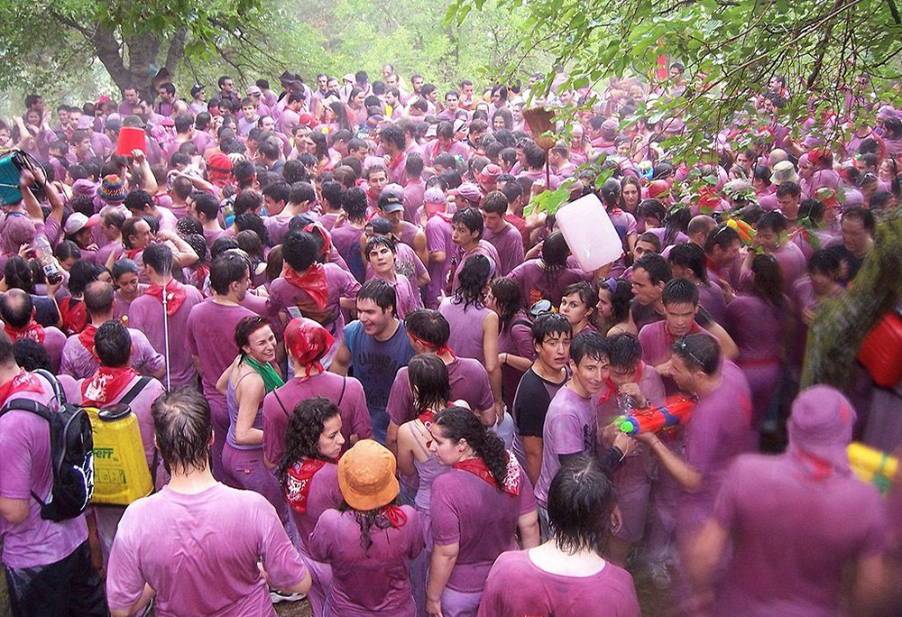 Crazy festivals in Spain: Batalla del Vino