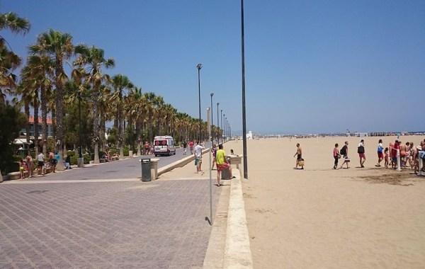 valencia_must_visit_malvarrosa_beach