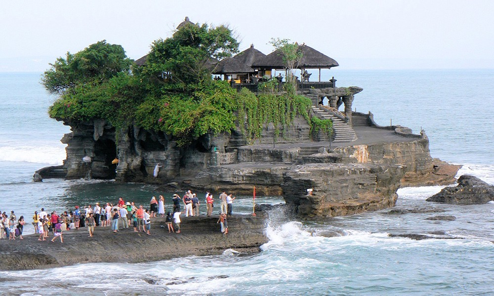 things not to miss in Indonesia: Tanah Lot temple