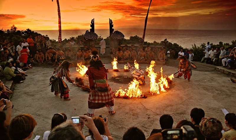 What not to miss when traveling in Indonesia: Balinese dance
