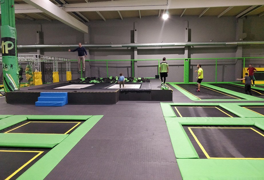 Things to do in Valencia with kids: trampoline park