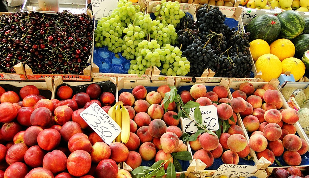 Pavia travel tips: visit a market