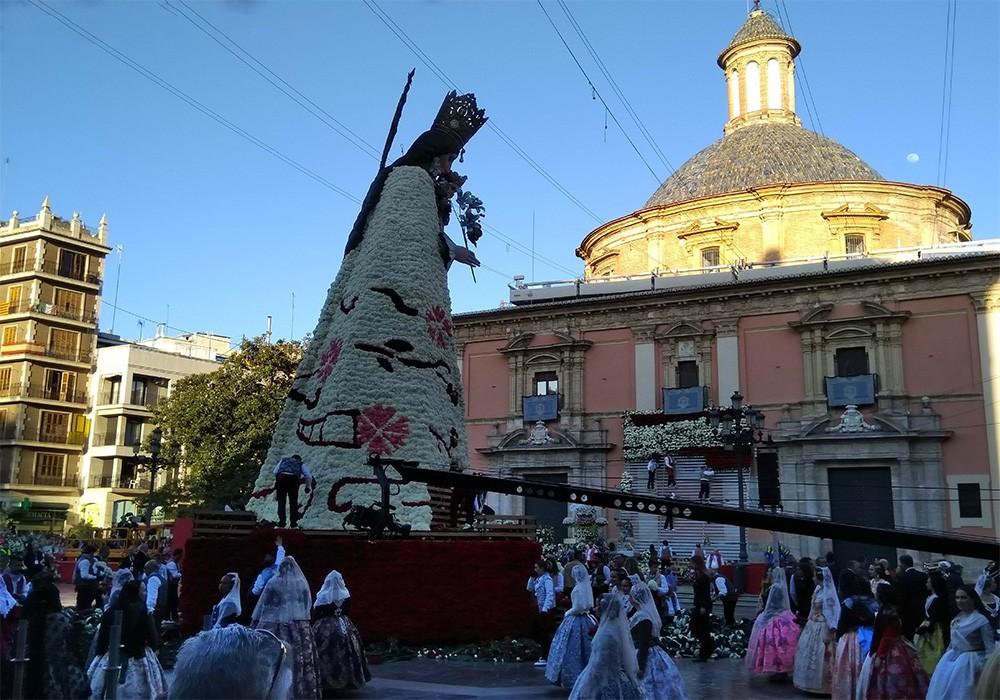 Things to know about Las Fallas in Valencia - Ofrenda de Flores
