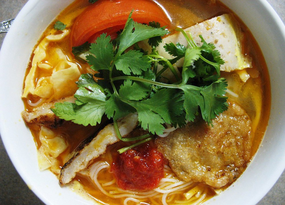 Things to eat in Da Nang: Grilled Fish Cake Noodle