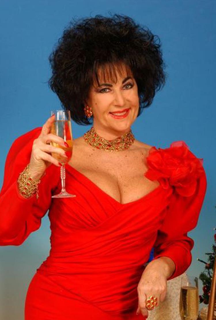 Marina Castelnuovo sosia di Liz Taylor che è stata ospite alla casa bianca ed ha avuto un importante ruolo nel sex gate del Presidente Clinton