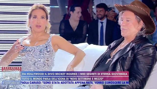 Mickey Rourke torna in Italia in esclusiva a Live – Non è la D'Urso «F*ck Donald Trump, sono molto più felice in Europa che negli Stati Uniti»