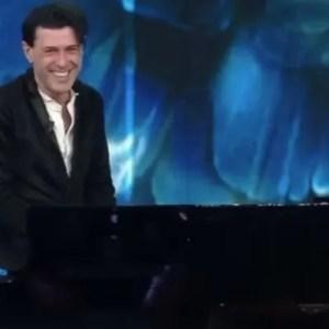 """Ezio Bosso a Sanremo 2016 """"Following a Bird"""" la sua ultima emozionante esibizione VIDEO"""