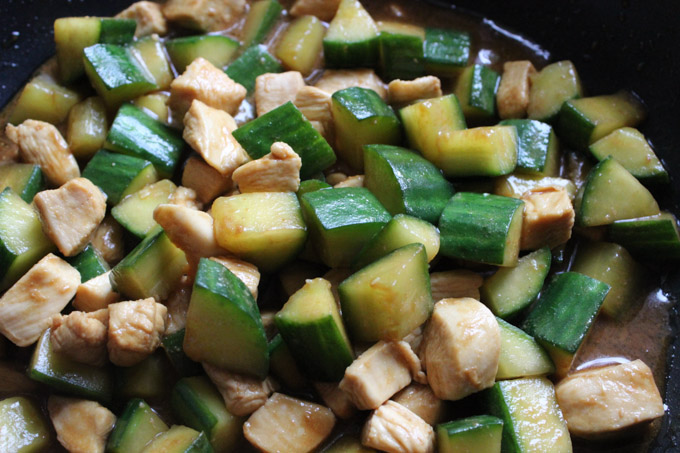 Chicken Breast with Cucumber Stir Fry (7 of 9)