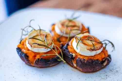 Rezept gefüllte Champignons Kürbis Thymian Ziegenkäse Honig Spicy Love Foodblog vegetarisch Ofen Snack Party Vorspeise