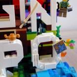 Dettaglio della Lego MOC dedicata al blog di viaggi di Paola Giammaria