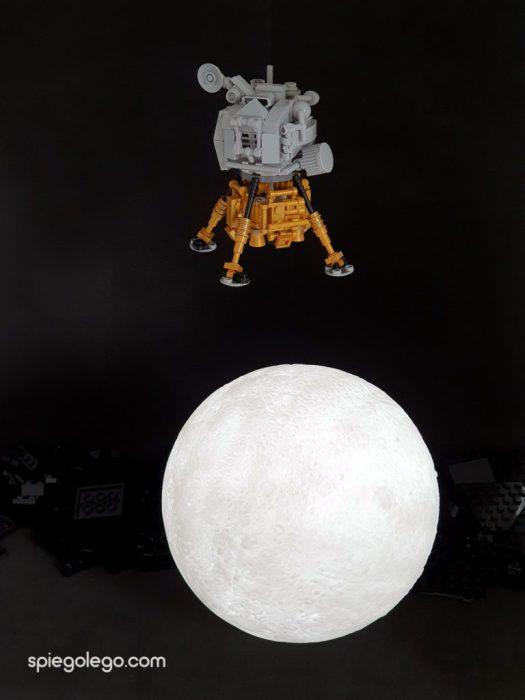 Il LEM lunare di Apollo11 di avvicina alla superfice del nostro satellite