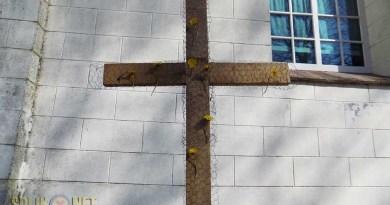 kruis versieren met bloemen