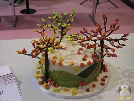 Torte mit Laubbäumen