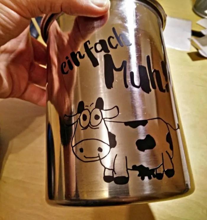 Milchkanne mit Kuh beplottert