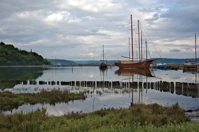 Meer mit Segelschiff