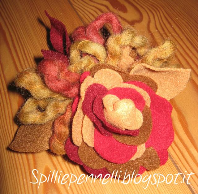 Scaldacollo in lana bio e spilla sganciabile