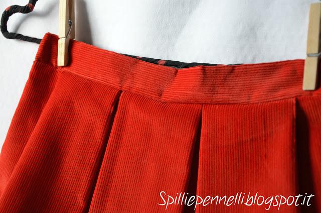 Gonnellina in velluto rosso…amore a prima vista
