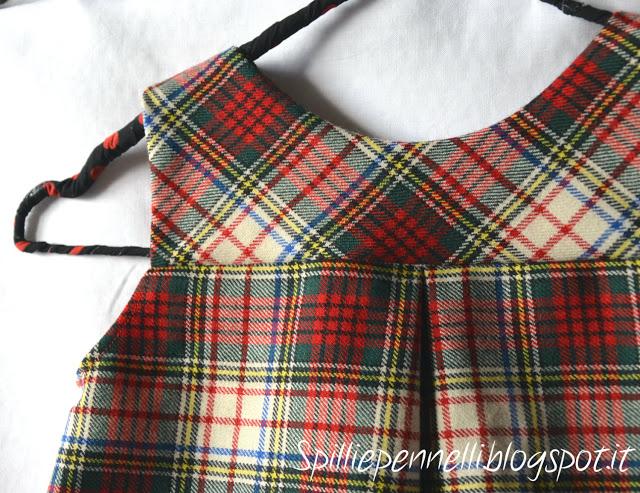 Stile bon ton: lo scamiciato scozzese per bimba