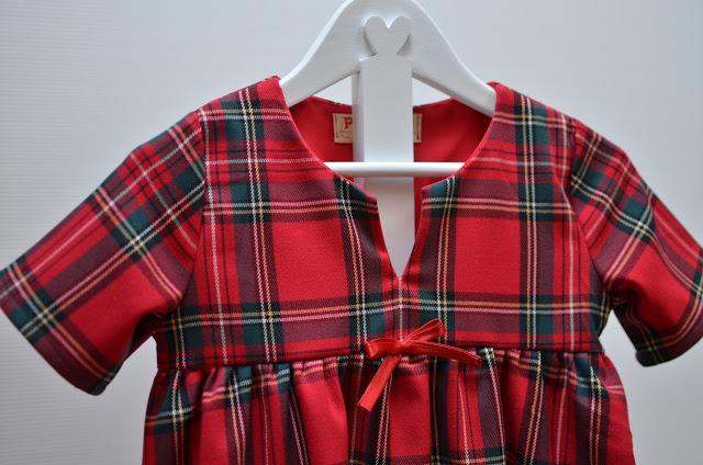 Vestito in tartan rosso  per bambina, un classico