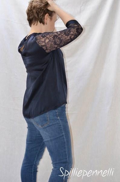 blusa in seta con maniche in pizzo