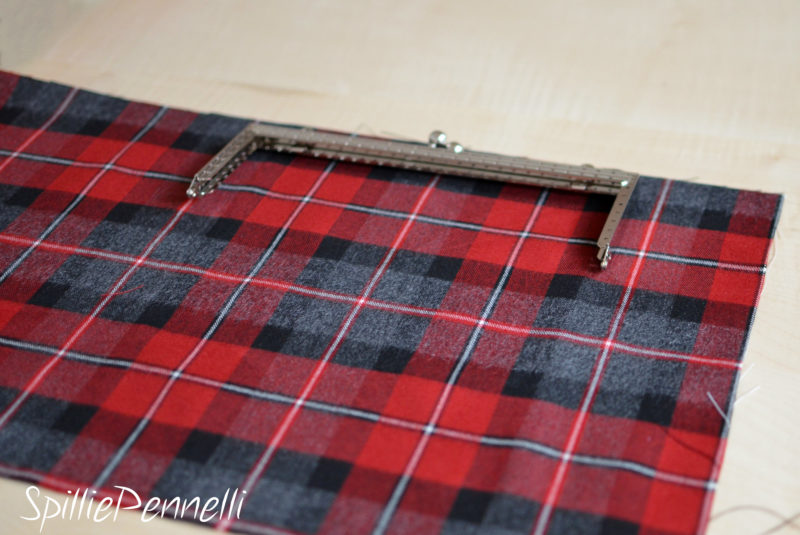 Borsa e gonna tartan, un must have per l'autunno inverno