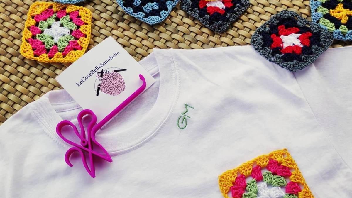 Per la T-shirt lover: la maglietta con tasca in crochet