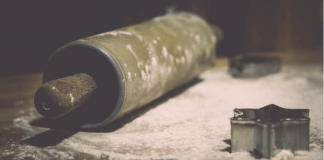 Rolling pin, flour, and star, photo by Susana Fernandez