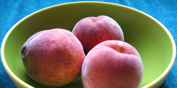 Bowl of peaches, photo by Cary Bass-Deschenes