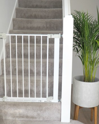 Arlo is on the move! A Safety 1st Auto Close Baby Gate Review