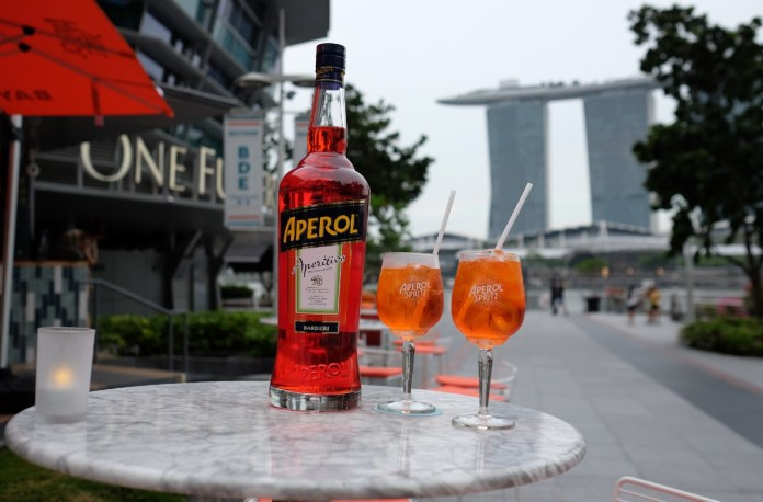 alfresco dining in Singapore - bayside drinks & eats aperol spritz