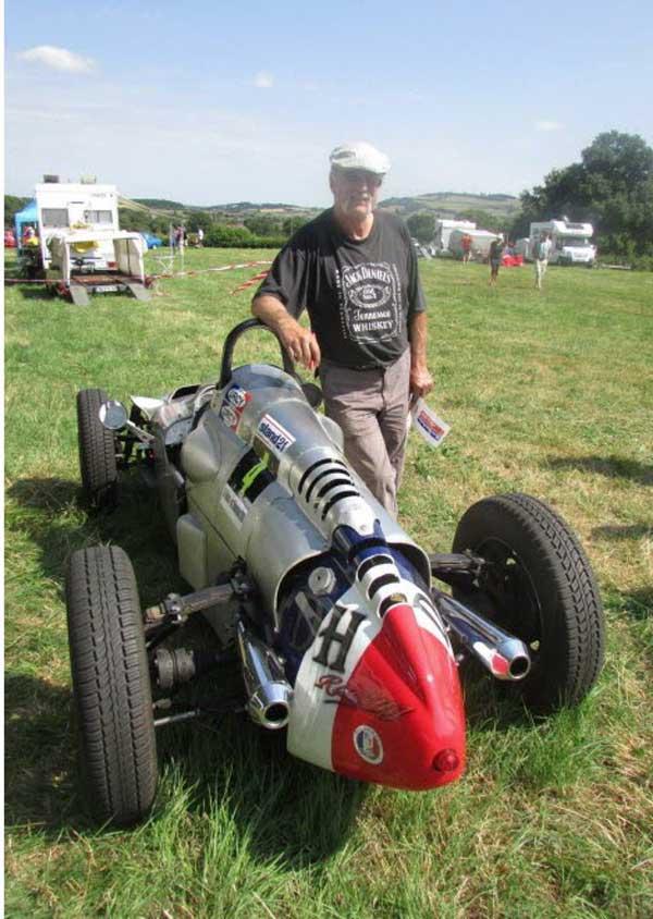 WEB----daniel-et-sa-voiture-construite-en-18-mois-photo-henri-fevrat-1469959441