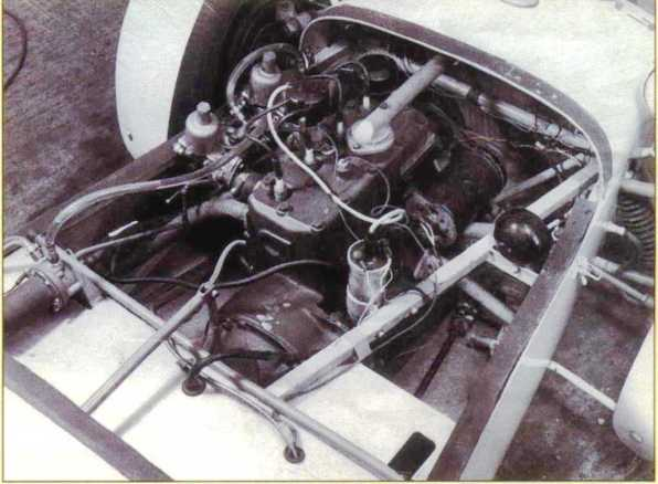1172cc-100e-sidevalve-engine-bay-note-square-tubes-soup-laterales