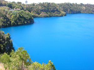 800px-Blue_Lake,_Mount_Gambier