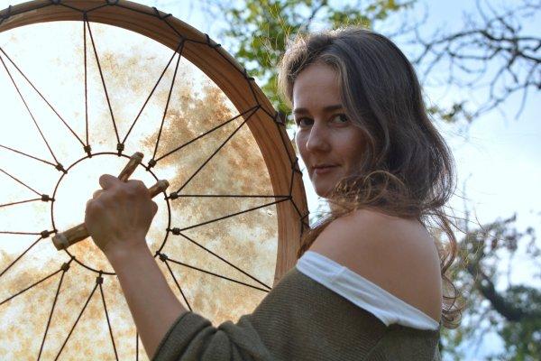 Trommel Frau drumming woman