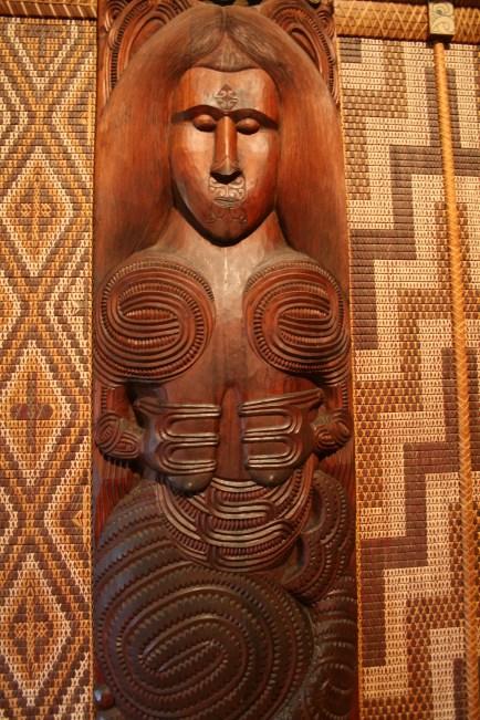 Female Maori carving, female Maori image
