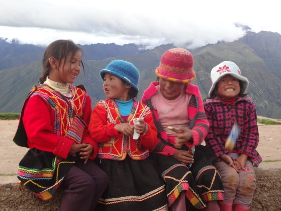 Quechua girls in the Andean Mountains of Peru (Lori Erickson photo)