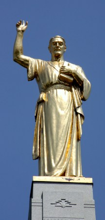 At the top of Hill Cumorah stands a monument topped by a tall, golden statue of the angel Moroni. (photo by Bob Sessions)