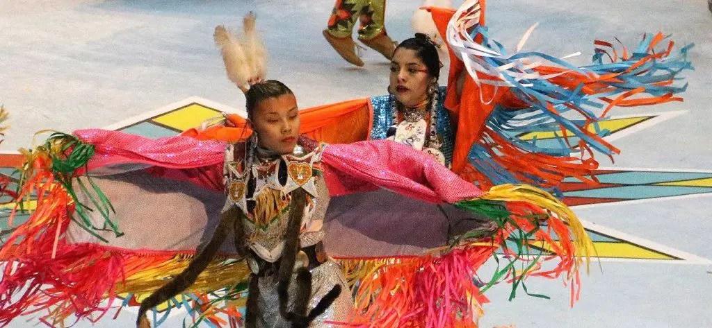 Indian dancers, pow wow dancers, women dancers, women dancers in red