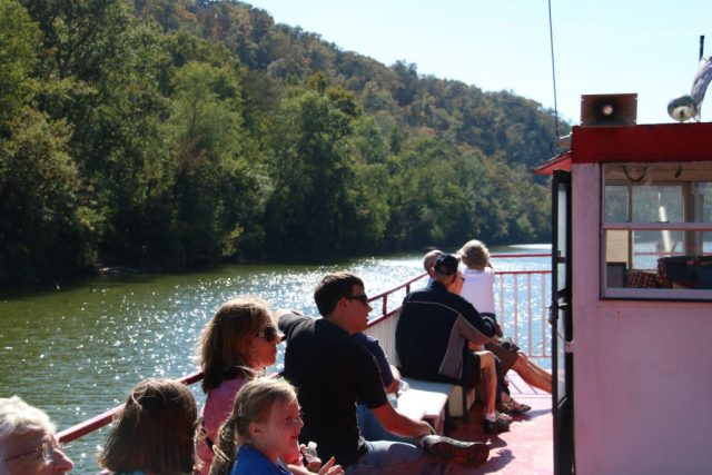 Cruises on the Dixie Belle take passengers on a scenic stretch of the Kentucky River. (Bob Sessions photo)