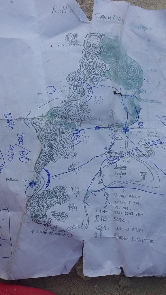 Een plattegrond van het eiland Koh Mook met de wandelroutes