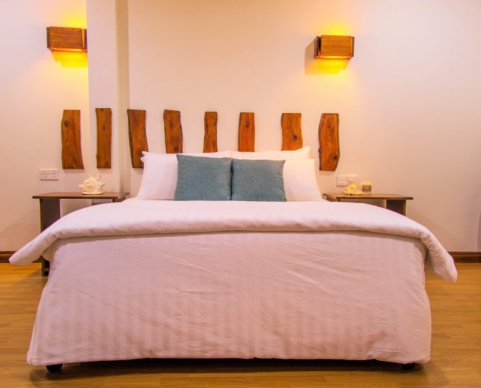 Queen-size beds at the Rasdhoo Dive Lodge