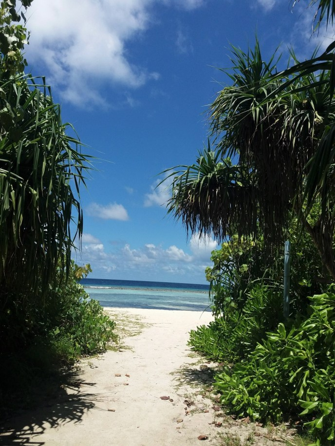 Hidden beach Rasdhoo Island