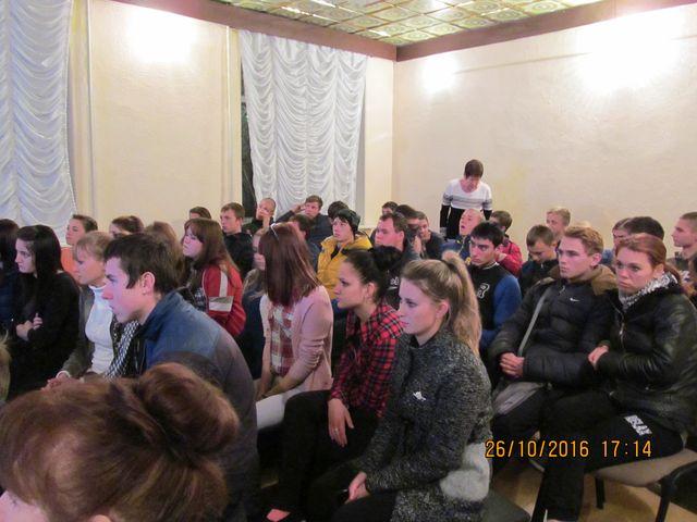 Студенты с интересом слушают информацию (2)