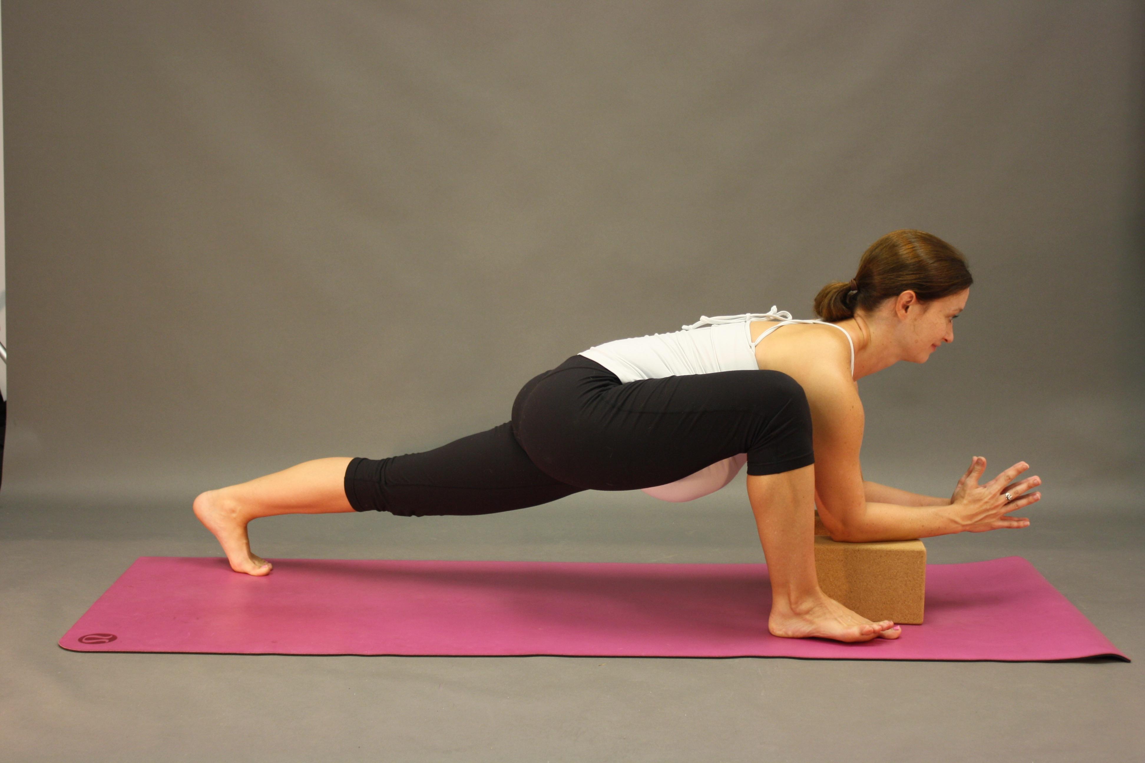 Best Yoga Poses For The Third Trimester Spoiled Yogi