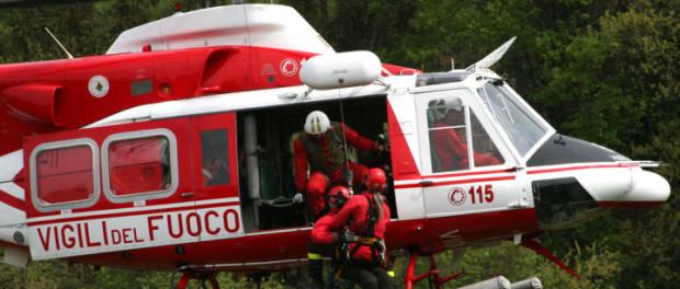 Vigili fuoco con elicottero trovano anziano che si era perso