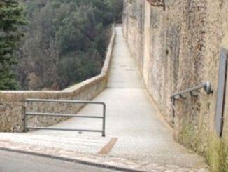 Voleva buttarsi dal Ponte delle Torri, ma i carabinieri lo salvano