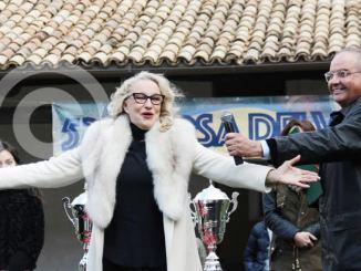 Eleonora Giorgi alla Corsa dei Vaporetti in Don Matteo 10