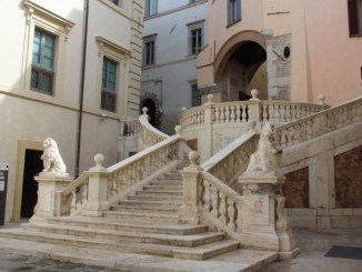 Piazza Pianciani, distrutta scalinata, fine ripulitura nel 2016, c'era Fabrizio Cardarelli