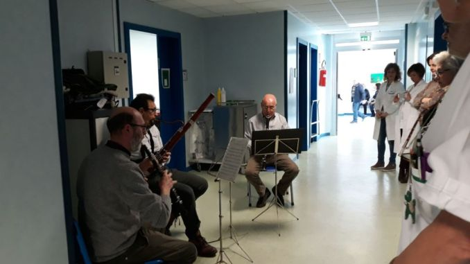 Al reparto di oncologia del San Matteo la musica della Scuola Onofri